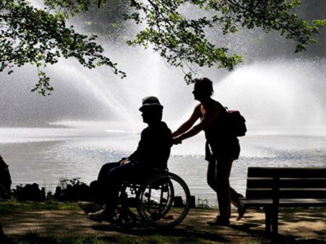 Grad je iz svog delokruga rada izbrisao i usluge podrške za samostalan život, pa neće biti više finansirana personalna asistencija za odrasle i starije osobe sa telesnim invaliditetom.