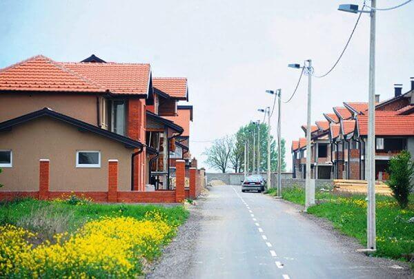 Policijski grad u Ovči: Izgrađeno osam nelegalnih vila - 15.04.2014