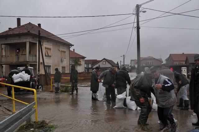 Za evakuaciju obezbeđena i sportska hala u Padinskoj Skeli