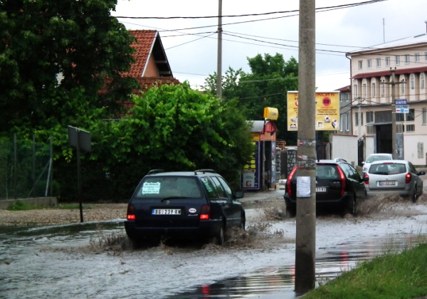 Uvedeno vandredno stanje zbog poplava, pa škole neće raditi sutra i prekosutra - 2014