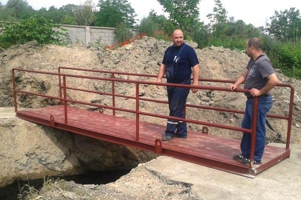 U Krnjači postavljen privremeni pešački most