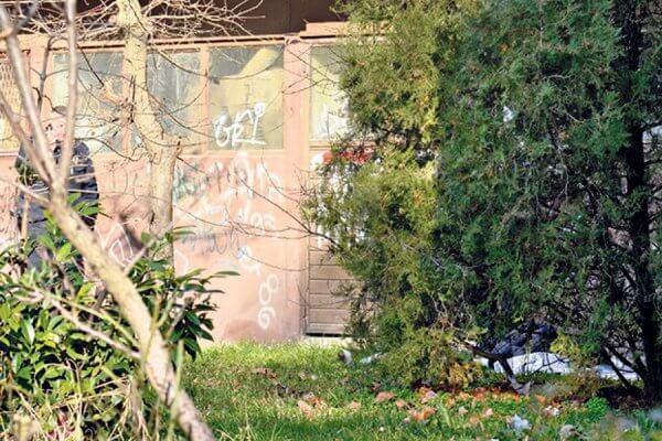 Samoubistvo u Borči: Teško bolestan dopuzao do prozora i skočio sa petog sprata-2014