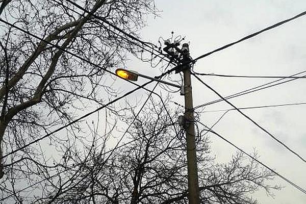 U Staroj Borči ulična rasveta radi i preko dana (FOTO) - 2015
