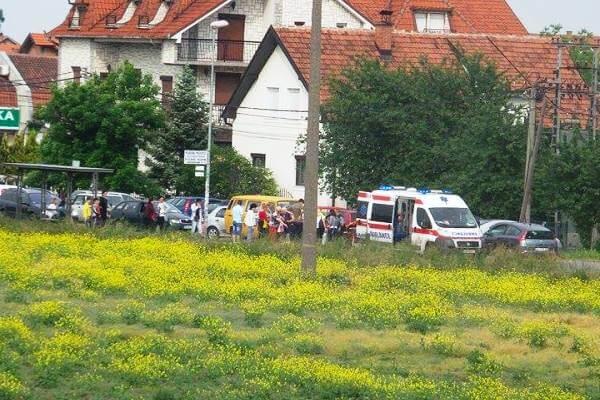 Devojčicu udario kombi dok je pretrčavala ulicu u Borči