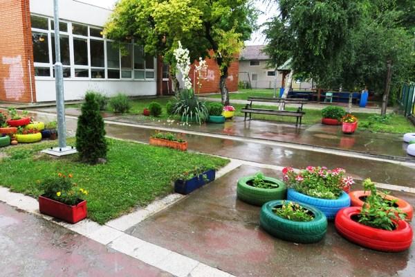 """Vrtić """"Cvrčak"""" iz Borče dobio nagradu za najlepše uređeno dvorište-2015"""